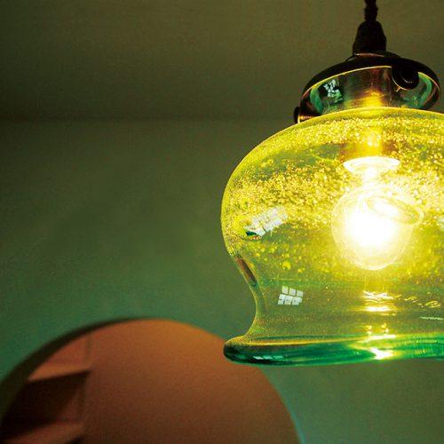 家具や照明もグリーンでカラーコーデしたお洒落なお家。